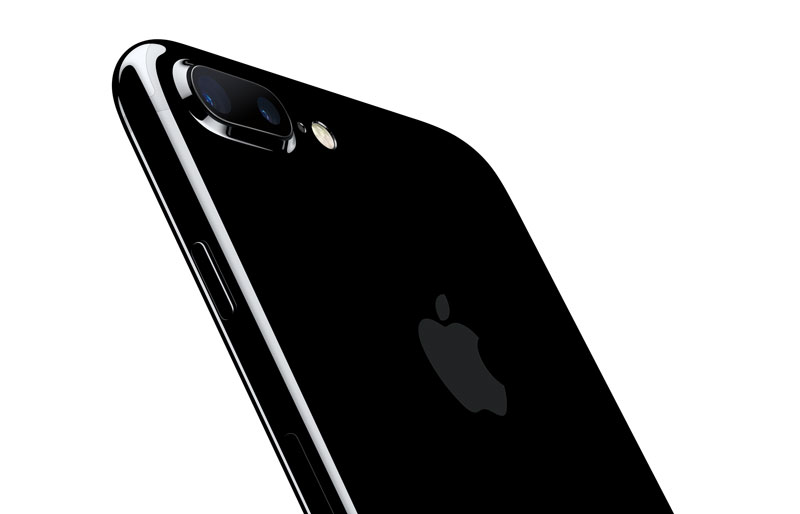 iphone7plus-jetblk-34br-leanforward_pr-print
